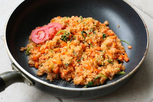 fried rice tomato wok