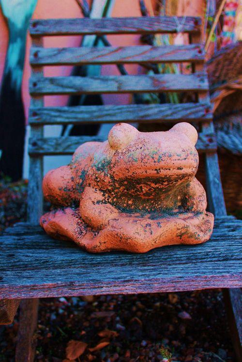 frog frog totem garden art