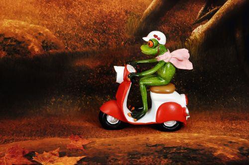 frog vespa figure