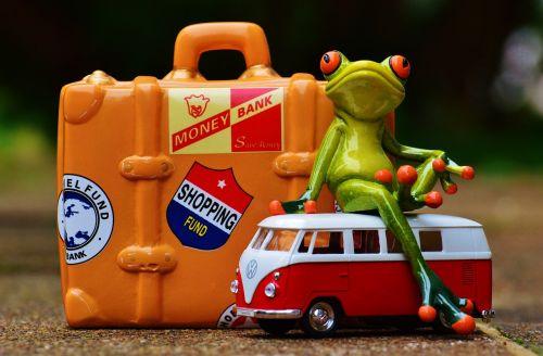varlė,kelionė,šventė,linksma,juokinga,figūra,eik šalin,Holdall,gyvūnas,kelyje,bagažas,varlės,saldus,atsisveikinimas,mielas,vežimėlis,atostogos,bulli,vw,Volkswagen