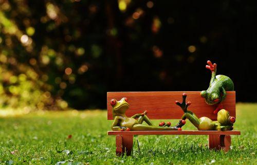 varlės,bankas,stendas,atsipalaidavęs,figūra,juokinga,poilsis,atsipalaidavimas,melas,gyvūnas,saldus,mielas,gyvūnų pasaulis