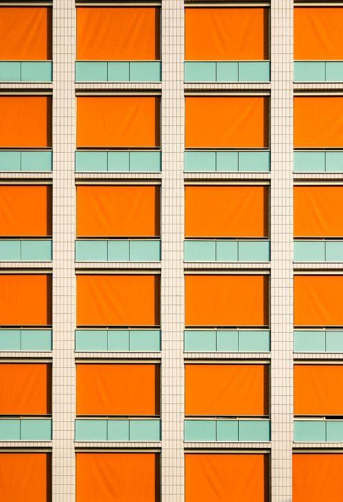 priekinis langas,simetrija,linijos,fasadas,namai,pastatas,architektūra,harmonija,langas,oranžinė,žalias