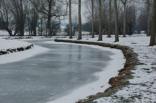 užšalusi upė,upė,gamta,vandens telkiniai,gelis,žiema,šaltas
