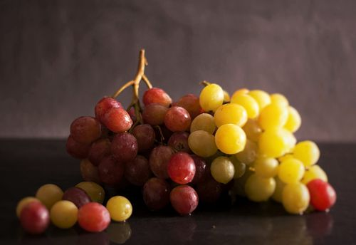 fruit healthy ripe grapes