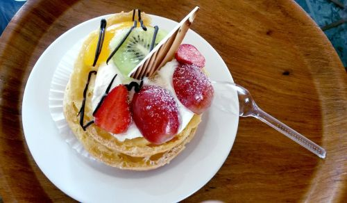 fruit-filled choux pastry pastry dessert