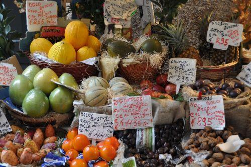 fruits,fruit,market,italy,italian market,still life,fruit stand,italian,harvest,nutrition,purchasing,vegetables