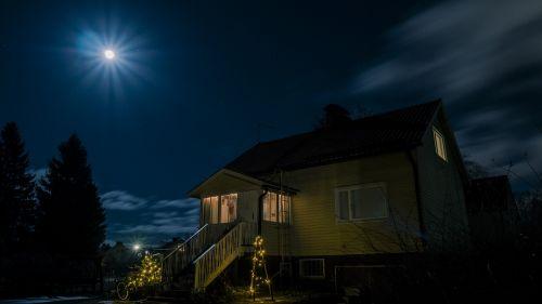 full moon horror house spooky