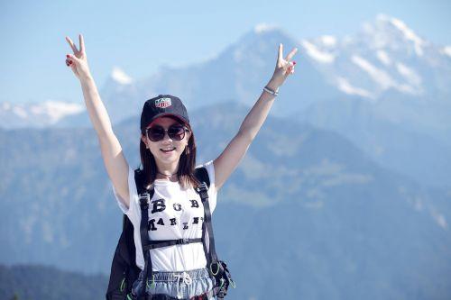 g e m climbing mountain