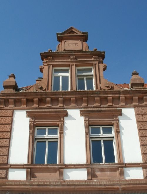gable pediment schlossplatz