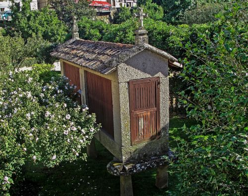 galician hórrero galician barn building stone