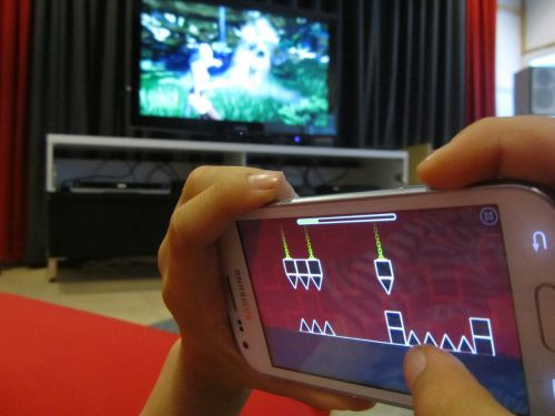 games playing cell phone