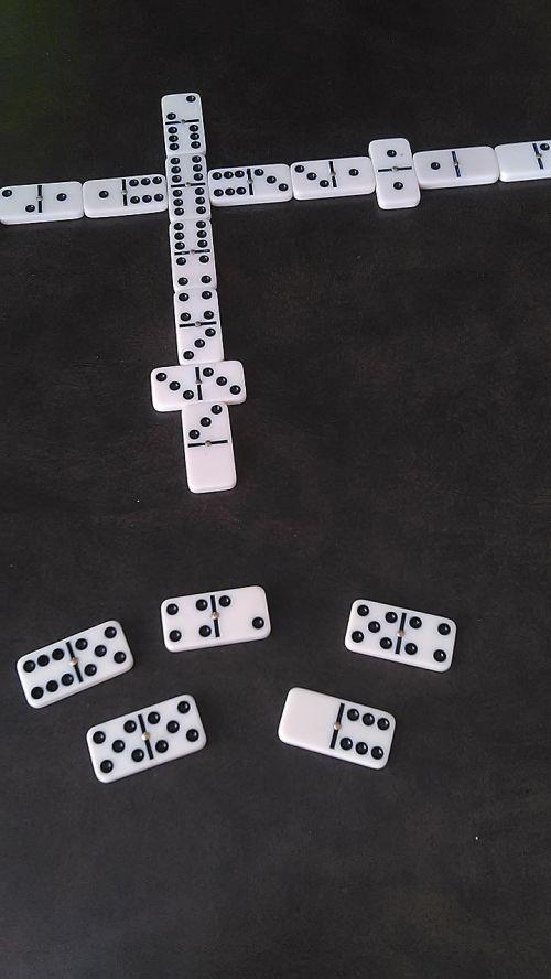 dominoes games domino