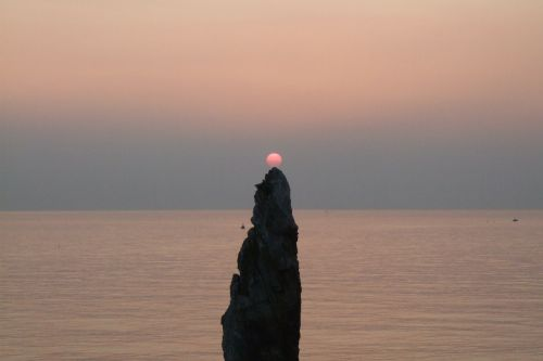 gangwon do candlestick rock sunrise