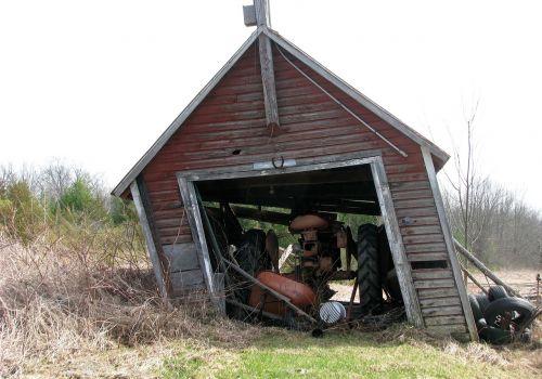 garage farm tractor