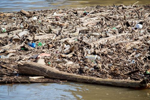 garbage water pollution