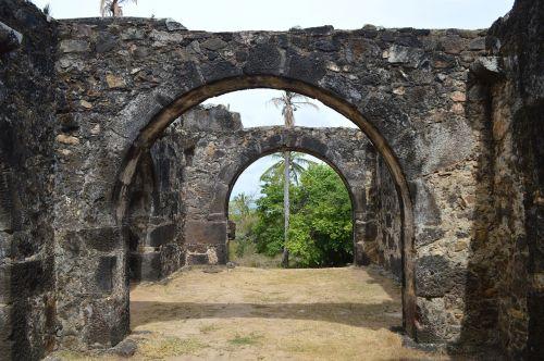 garcia d ' ávila castle arcades strong beach bahia