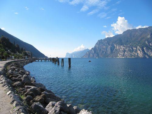 garda mountains lake