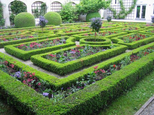 garden labyrinth hedges