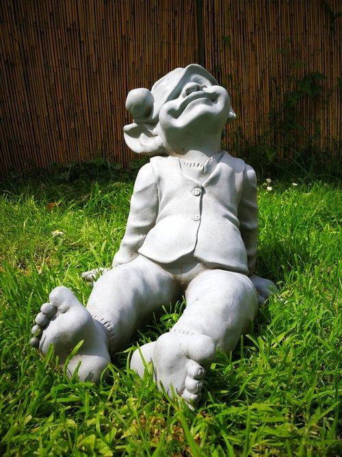 garden  sculpture  imp