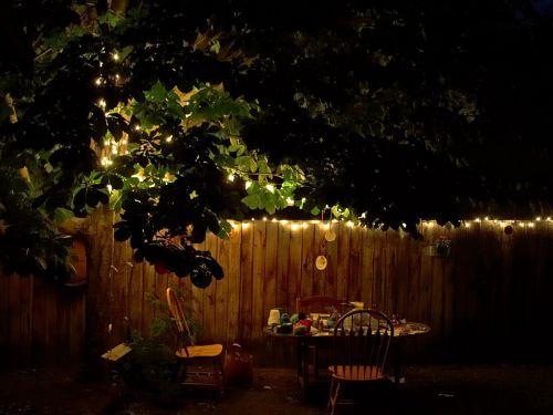 sodas,vakaras,vasaros vakaras,atmosfera,kėdės,stalas,vakarienė,jaukus