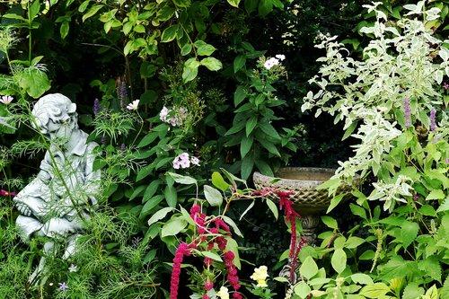 garden  tranquil  figurine