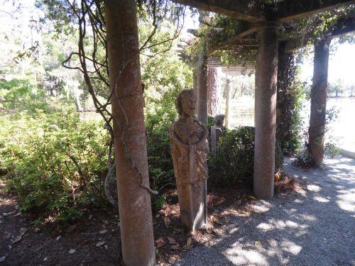 garden art statue