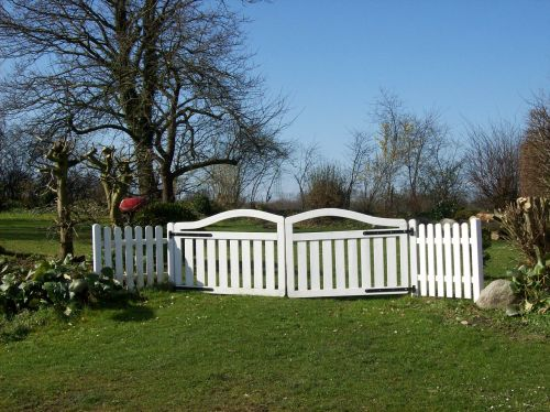 garden gate fence paling