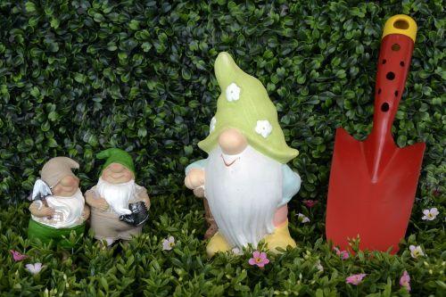 garden gnome dwarf figure