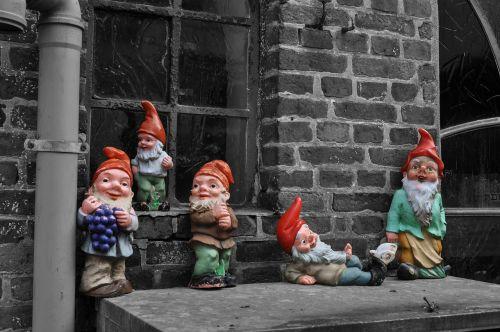 garden gnome black and white föhr