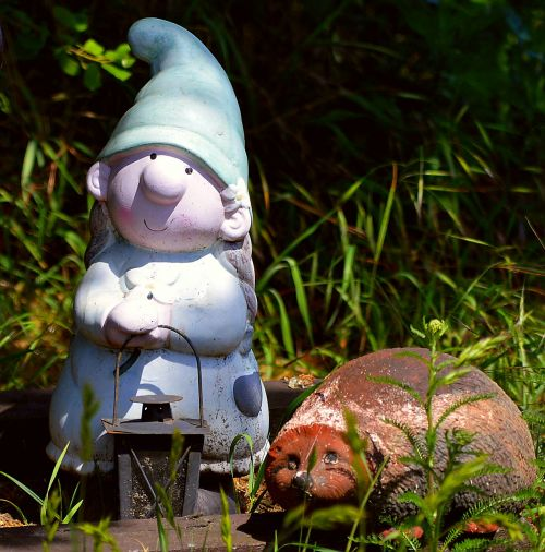 garden gnome dwarf woman hedgehog