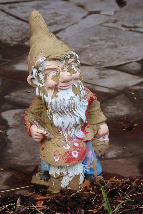 garden gnome dwarf broken