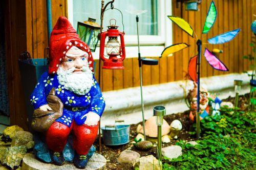 garden gnome dwarf flowers dwarf