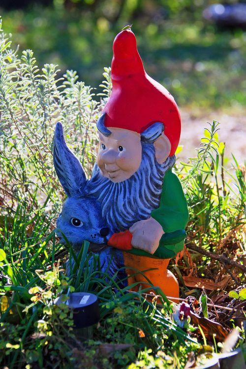 garden gnome garden mood