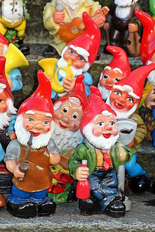 garden gnomes dwarfs funny