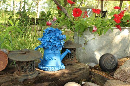 Garden Ornaments Blue Kettle