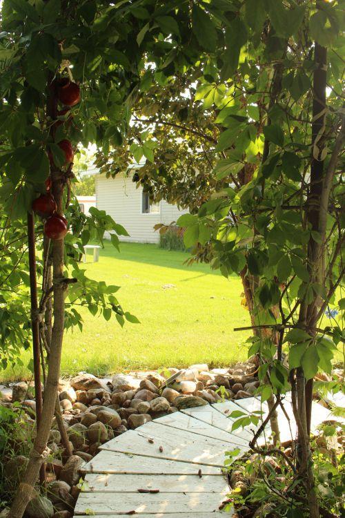 sodas, papuošalai, kabantis, puodai, pavėsinė, raudona, kelias, sodo papuošalai pakabinti puodai pavėsinė
