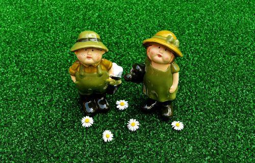 gardening figures pair