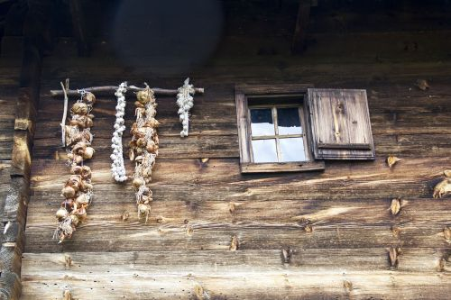 česnakai,senas,kaimas,kaimiškas,medinis,natūralus,senas namas,lauke,senas langas,namas,kaimas,mediena,namai,namelis,kaimas,Europa