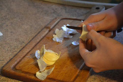 garlic peel kitchen