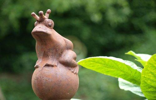 gartendeko  frog prince  garden decoration