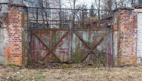 gate old passage