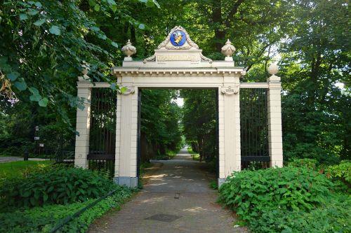 gate classic greek