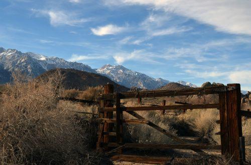gate lone pine western
