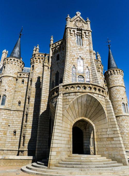 gaudí astorga castle