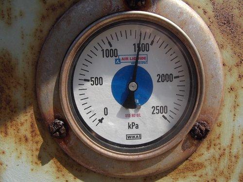 gauge  nitrogen  tanker