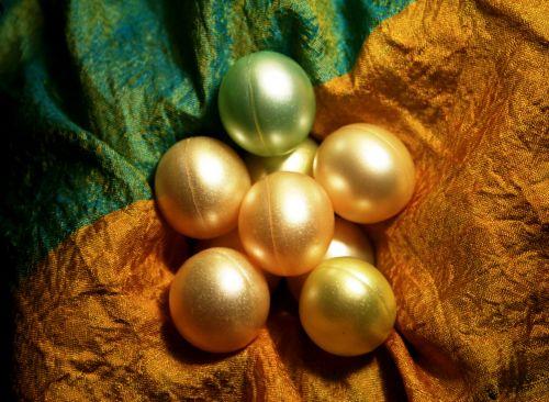 Gel Bath Balls On Silk