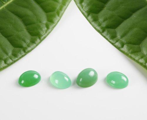 gems  cabochon  green