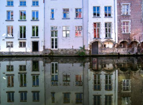 gentas,Lei,atspindys,vanduo,kanalas,vasara,kelionė,turizmas,šventė,atostogos,miesto kelionė,fasadas,langai,turistinis,kelionė,Belgija,flanders
