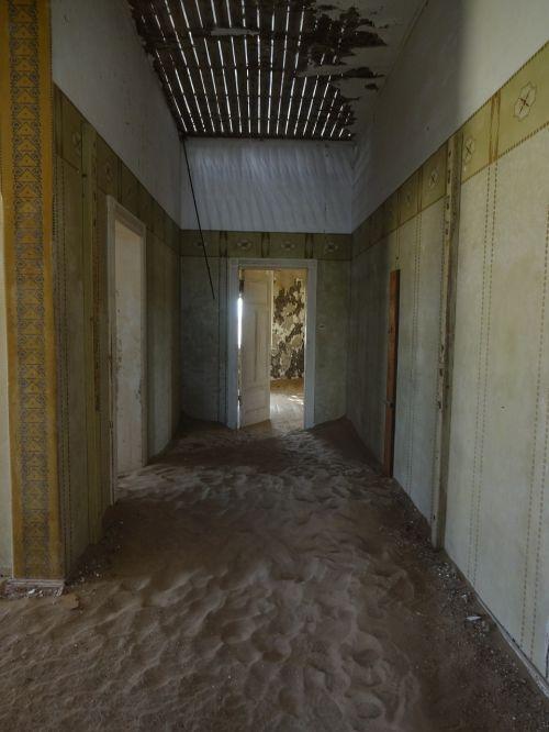 ghost town kolmanskop namibia
