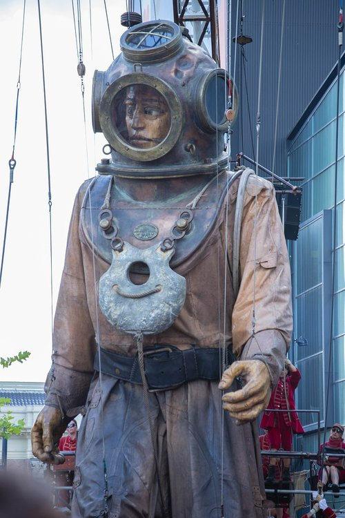 giant  giants  diver